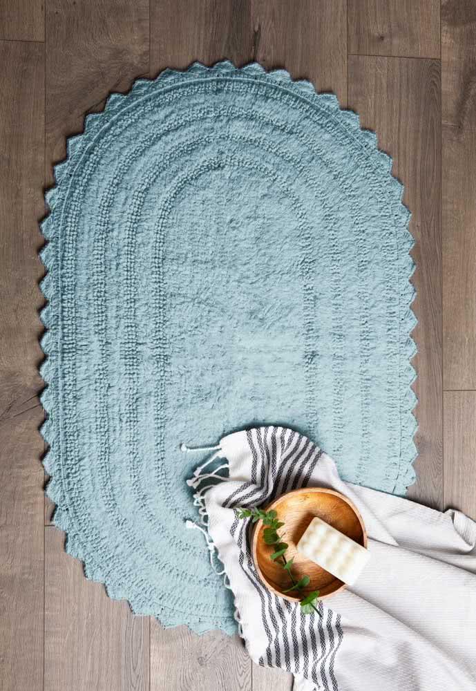 Tapete de crochê azul petróleo e oval para combinar com qualquer ambiente da sua casa.