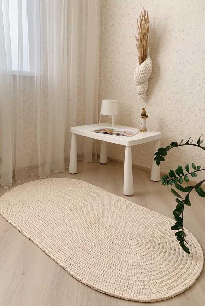 Já esta sala combina bem com um modelo de tapete creme.