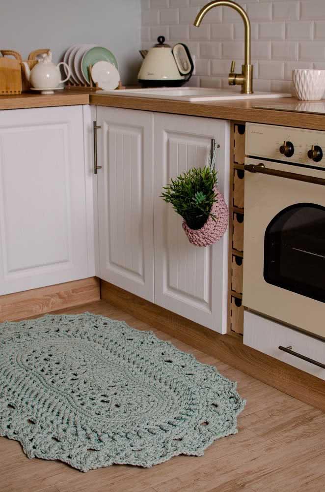 Tapete de crochê verde claro para uma cozinha vintage e charmosa.