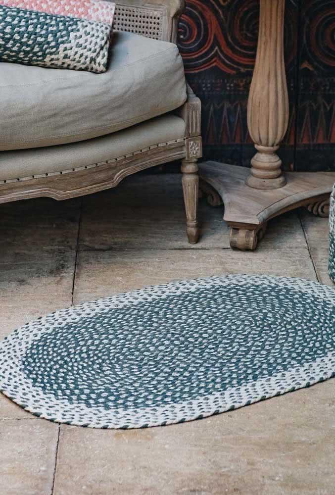 Incrível ideia de tapete de crochê azul petróleo com pontos intrelaçados.