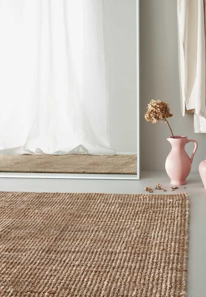 Tapete de crochê simples retangular com a cor palha: ideal para um ambiente minimalista.
