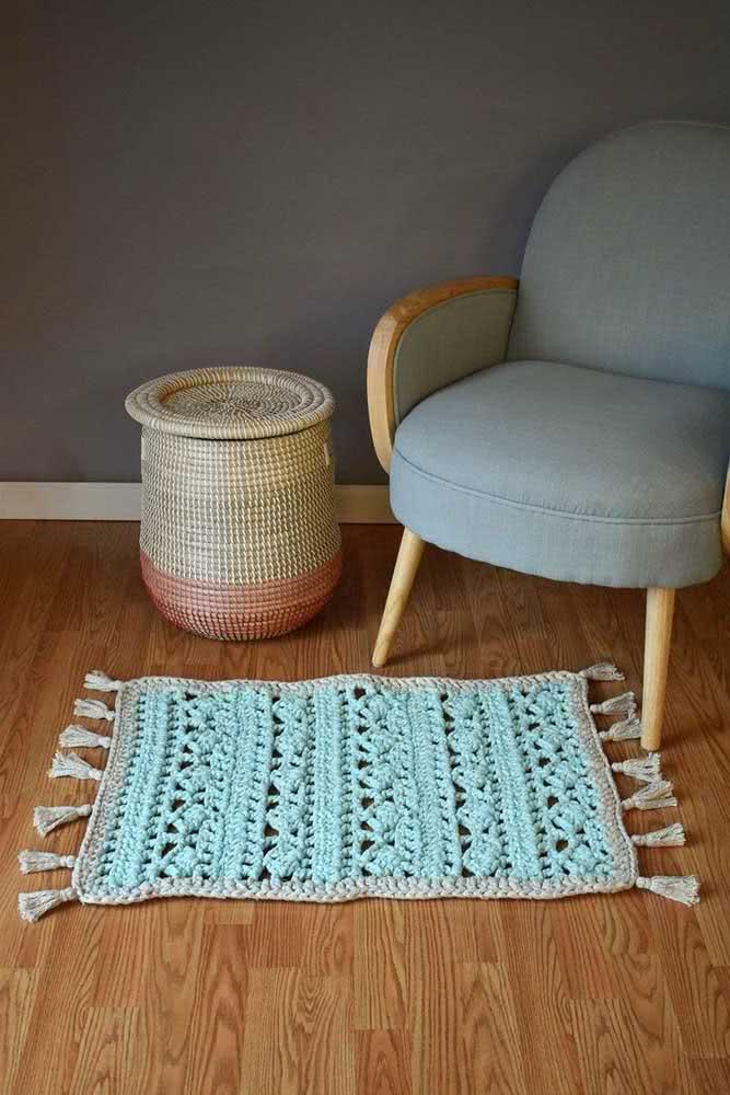 Tapete azul bebê charmoso e vazado para decorar a sala.