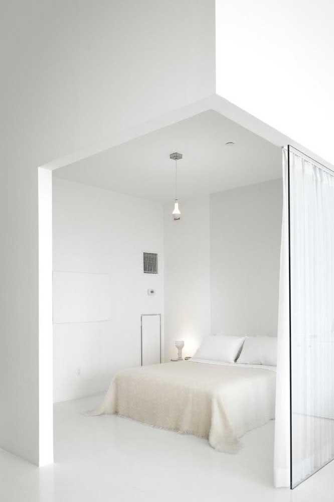 Integre o quarto aos demais ambientes da casa com a divisória de vidro