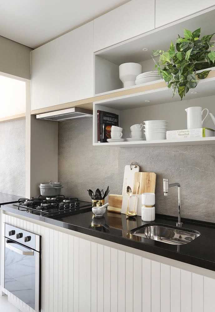 Cozinha pequena com cooktop quatro bocas: modelo bonito, eficiente e funcional