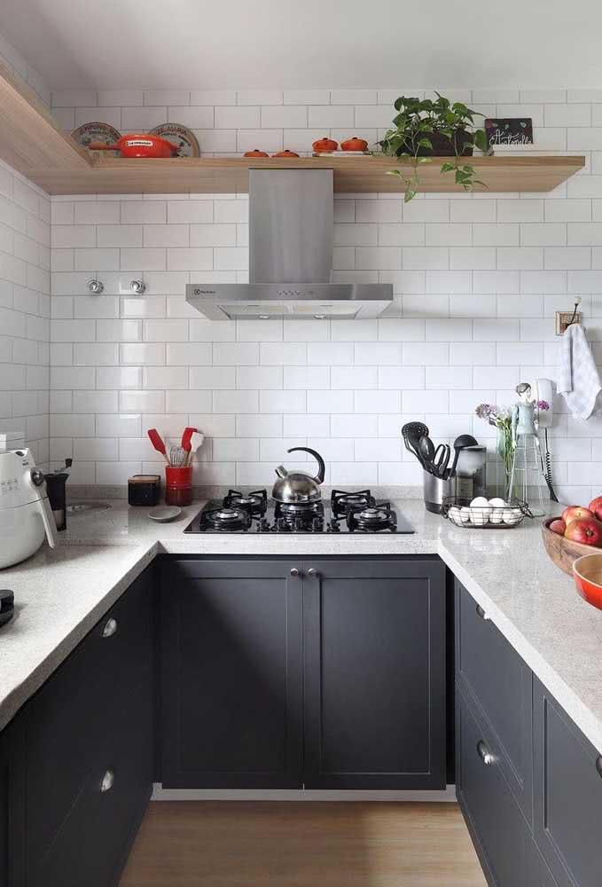 Cozinha em U com cooktop: economize espaço e garanta amplitude visual