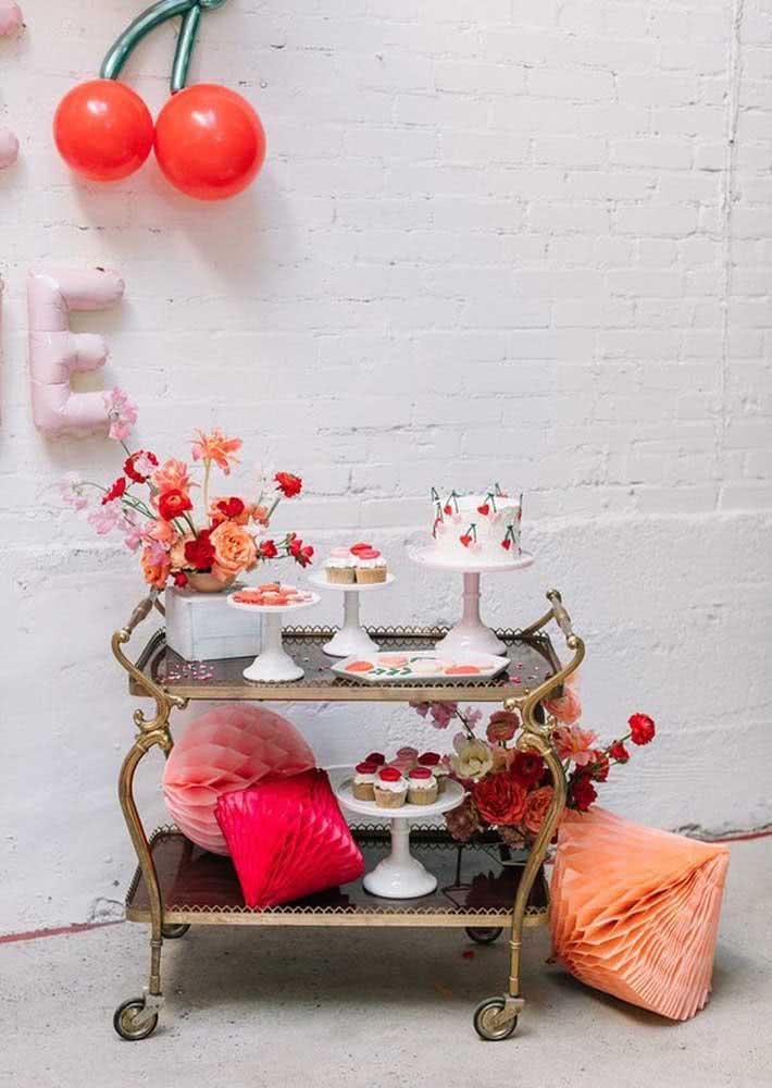 Ao invés de mesa, um carrinho para o bolo