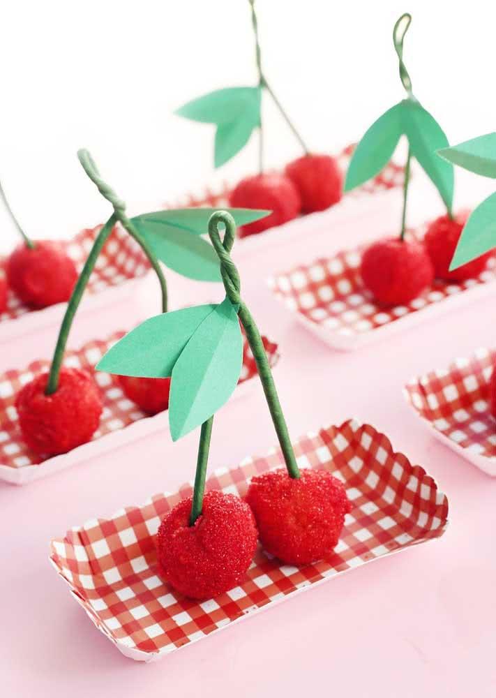 Parece cereja, mas não é! Brigadeiros e beijinhos podem ganhar a forma da fruta
