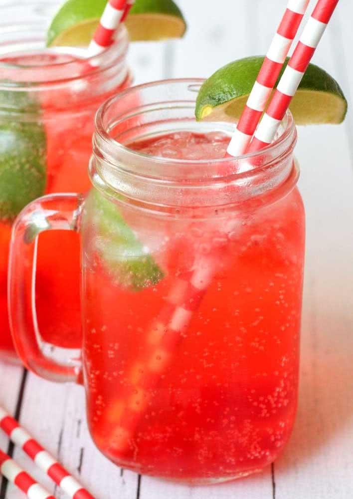 Para refrescar, um suco de cereja com limão