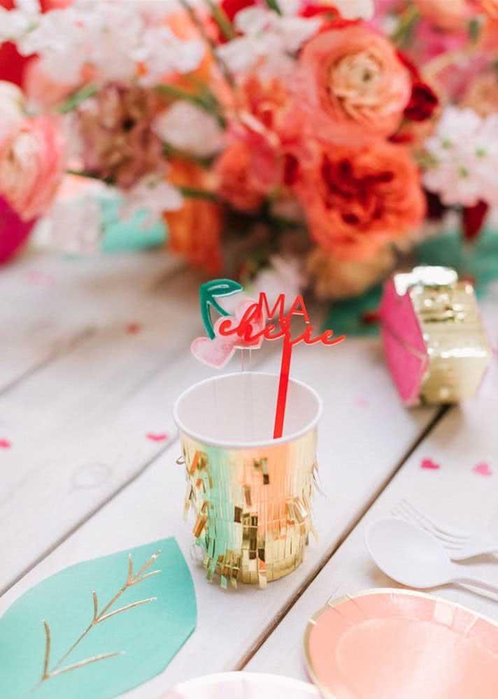 O detalhe charmoso fica por conta do copo e do canudo
