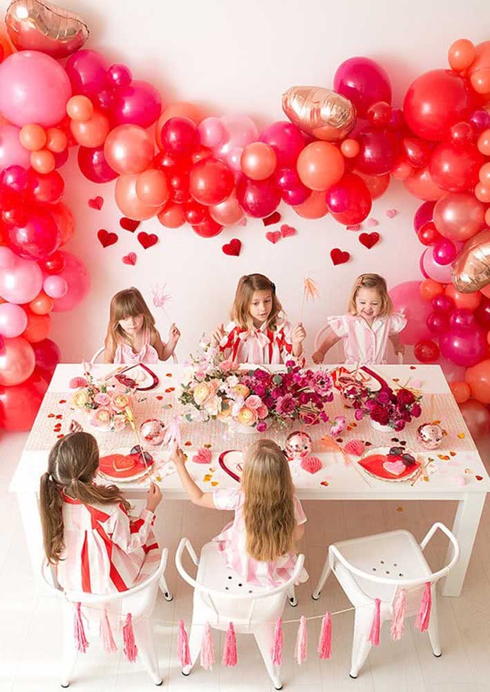 Mesa posta infantil para festa cereja