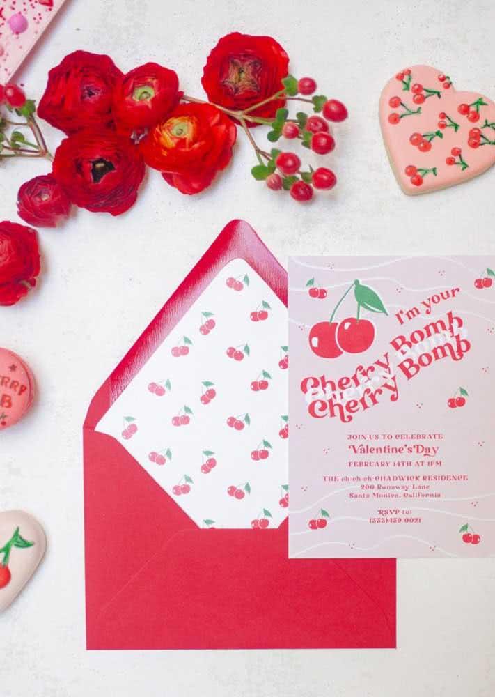Envelope vermelho para combinar com o convite