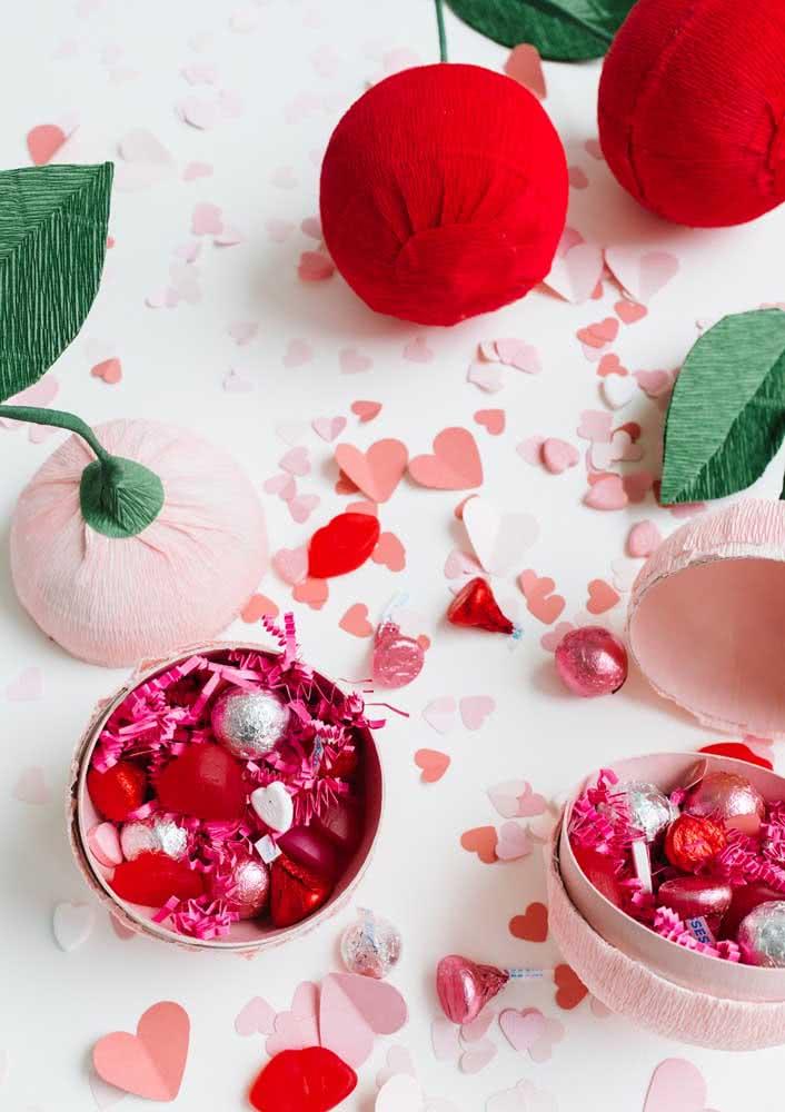Lembrancinha festa cereja: caixa de bombons recheados com a fruta