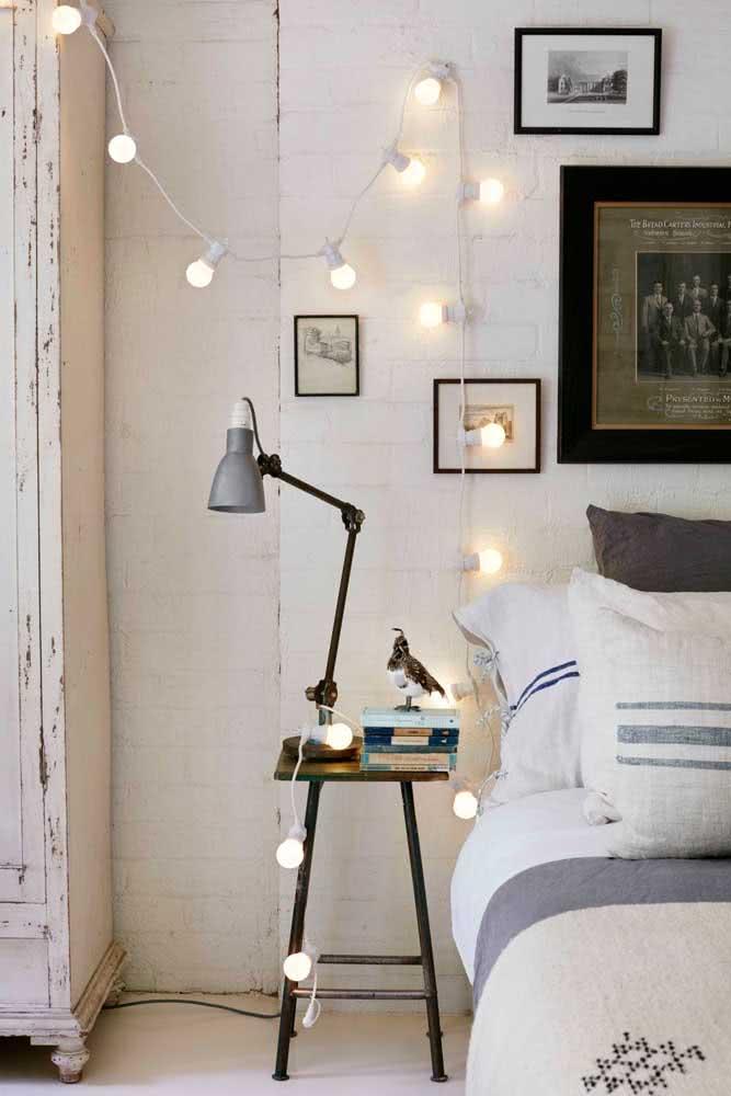 Varal de lâmpadas bolinha para iluminar a lateral da cama