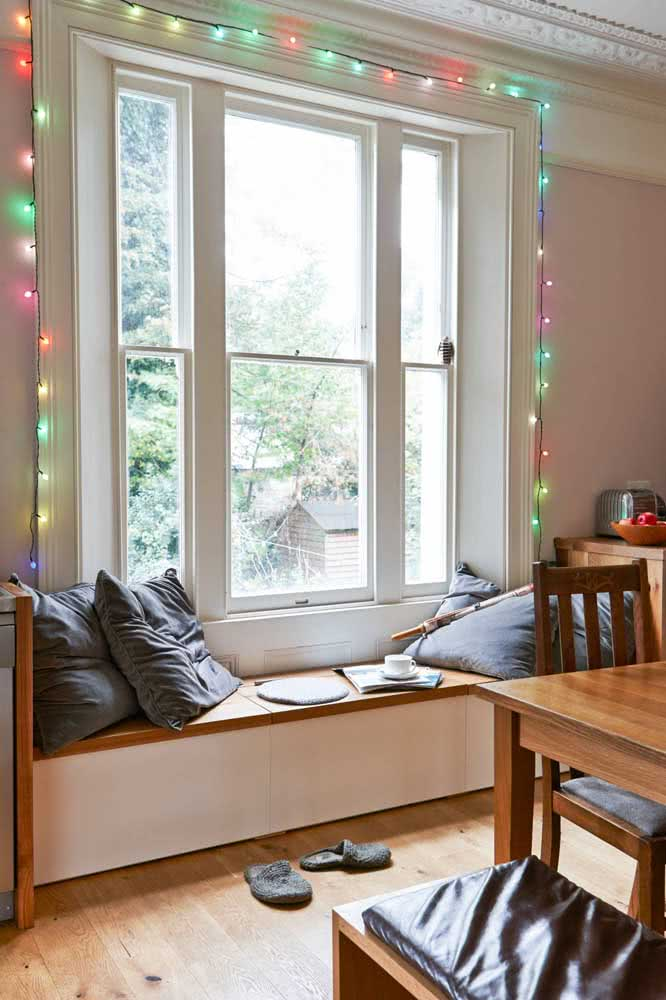 Varal de lâmpadas coloridas para alegrar a casa