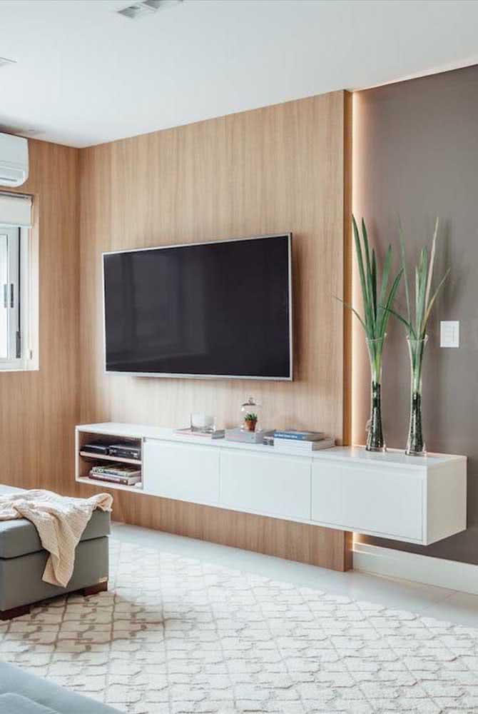 Painel de madeira para TV: simples e lindo!
