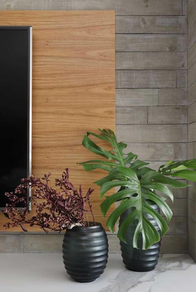 Dois tipos diferentes de madeira para o revestimento da sala