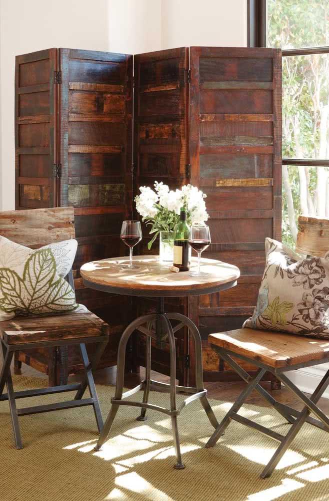 Biombo de madeira de demolição para uma decoração rústica e moderna