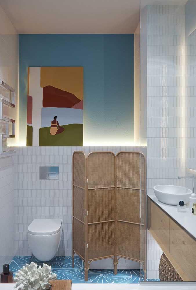 Biombo de madeira para garantir a privacidade no banheiro