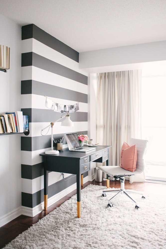 Papel de parede listrado preto e branco para o home office: moderno e elegante