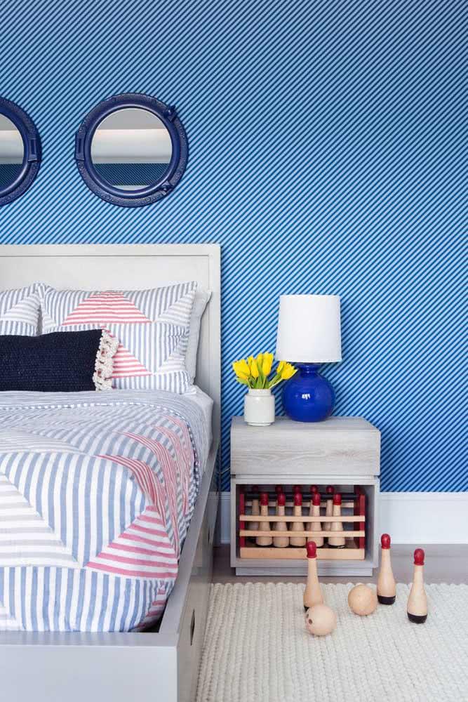 Listras bem finas e diagonais para decorar a parede da cabeceira