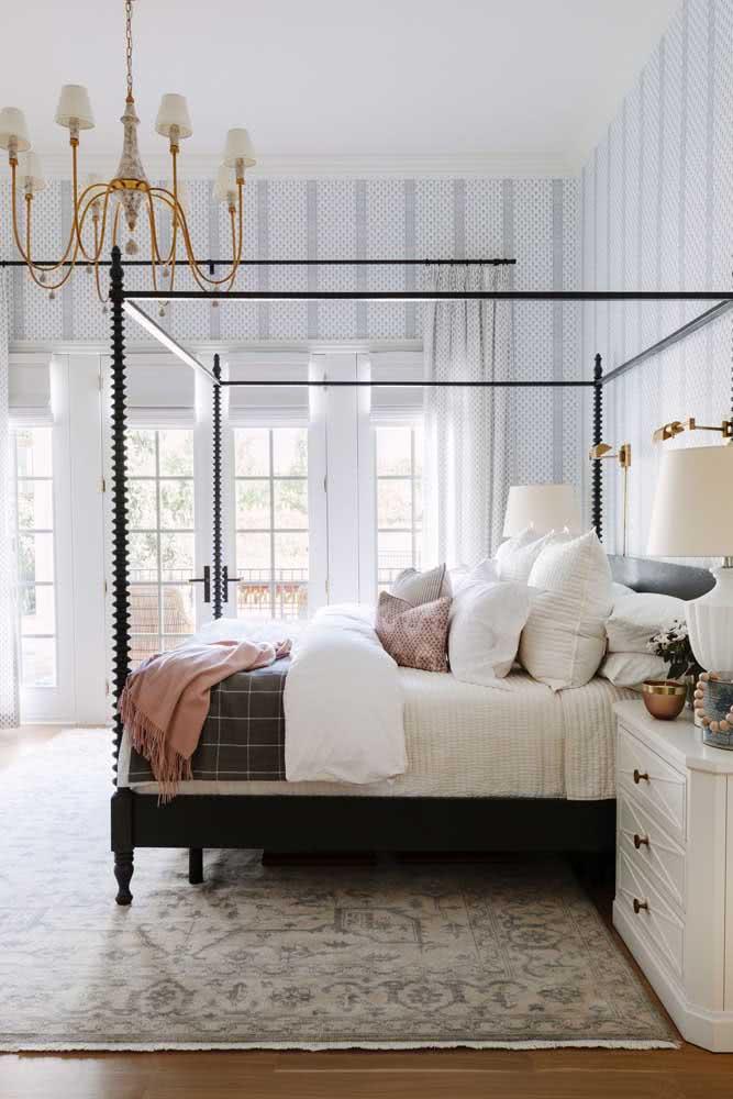 Papel de parede listrado clássico para o quarto do casal