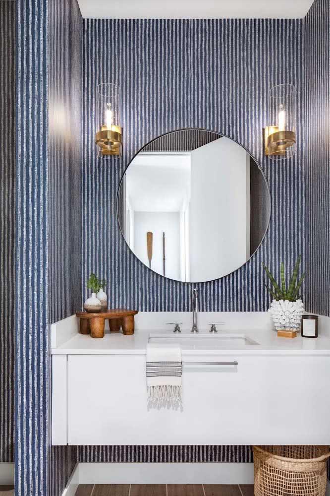 No lavabo, as listras retas dão lugar para linhas assimétricas e onduladas