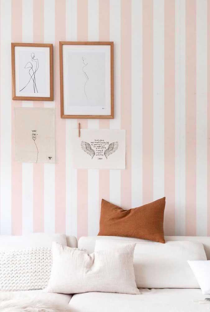 Para os românticos, um papel de parede listrado rosa e branco