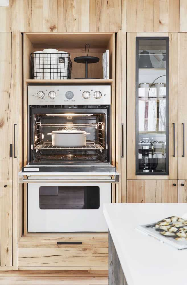 Planeje a altura dos eletrodomésticos para garantir o uso confortável desses equipamentos