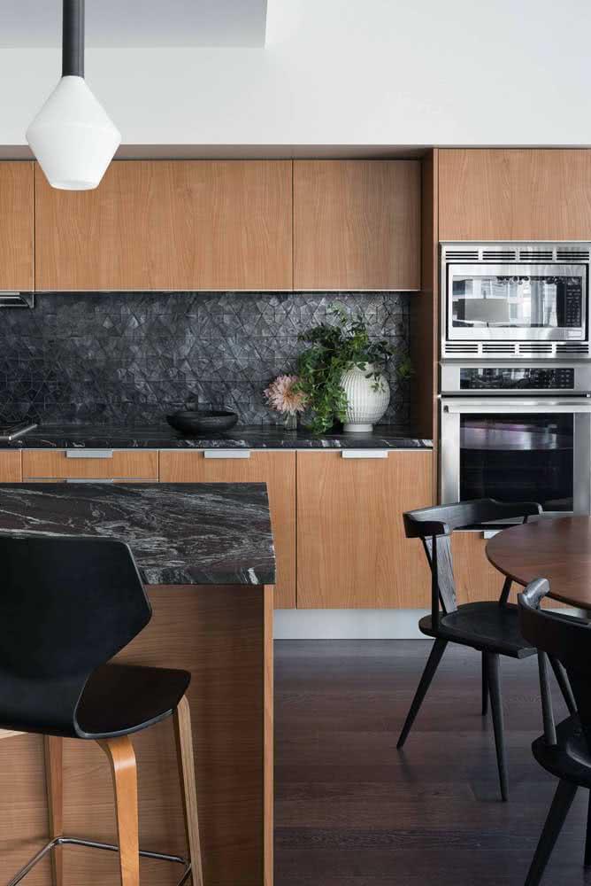 Torre quente na cozinha integrada: ganhe mais espaço