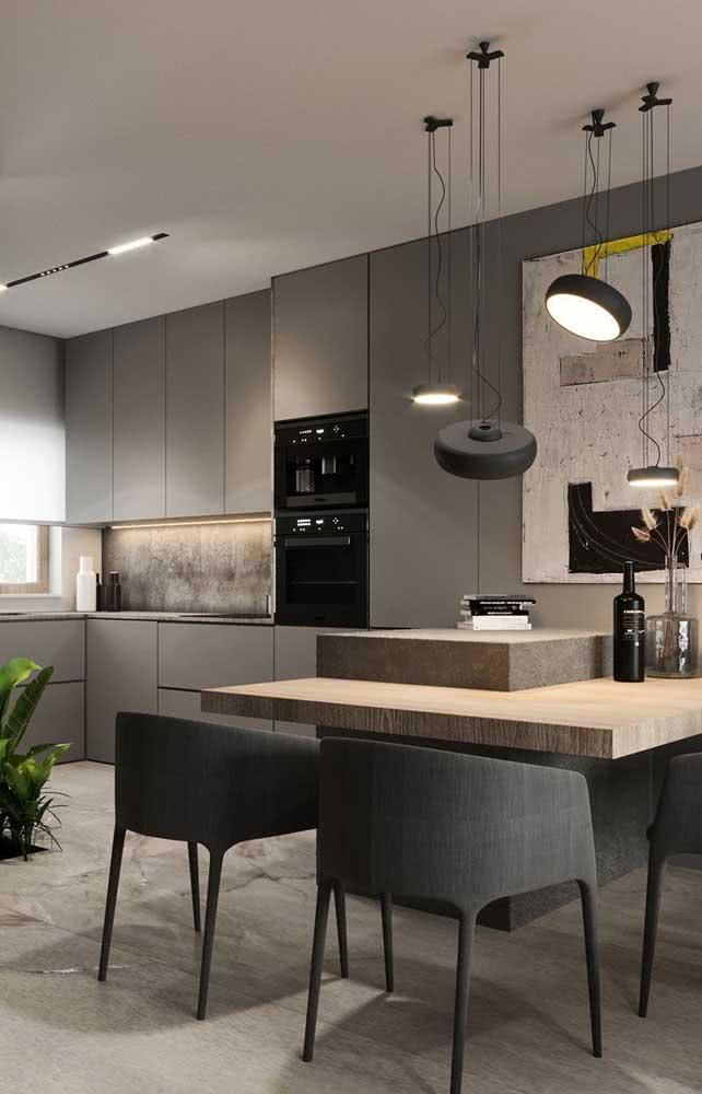 Cozinha integrada com torre quente ao lado da bancada