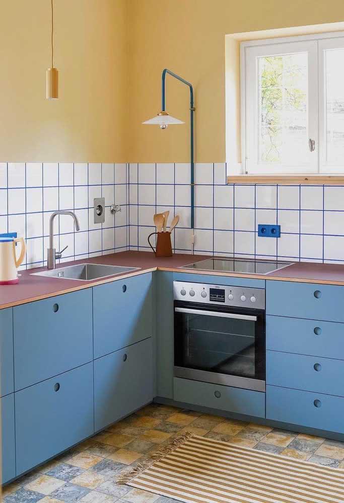 Olha aí mais uma vez a duplinha incrível: azul e amarelo pastel, dessa vez para decorar a cozinha