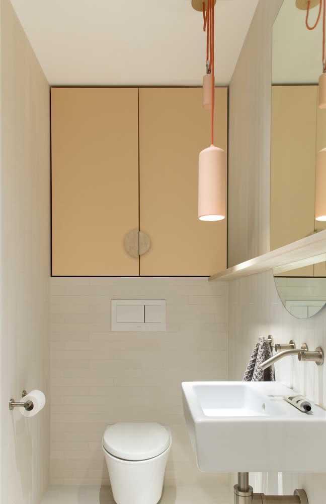 Delicadeza e suavidade no banheiro decorado em tons de amarelo pastel