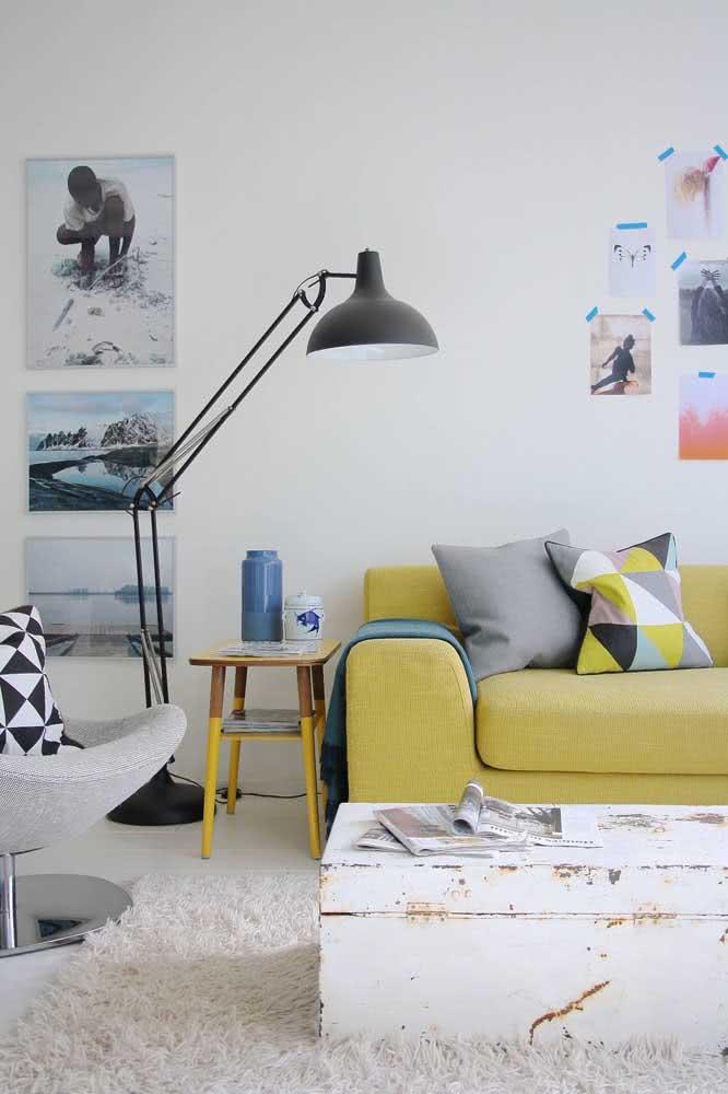 Quer uma sala moderna e aconchegante? Então invista na paleta amarelo pastel, cinza e branco
