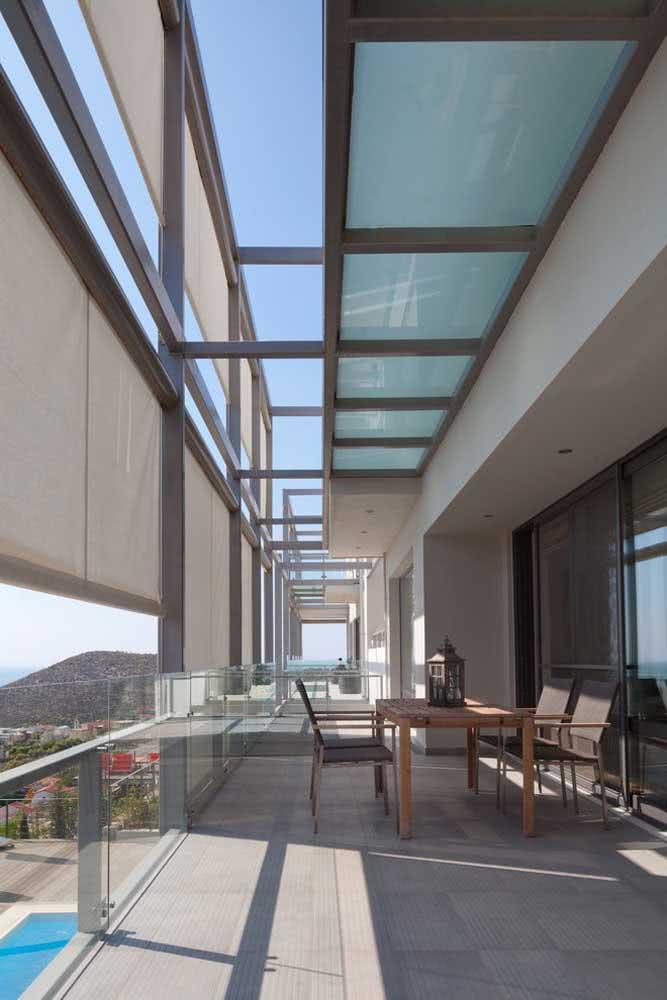 Pergolado de vidro na cobertura do apartamento