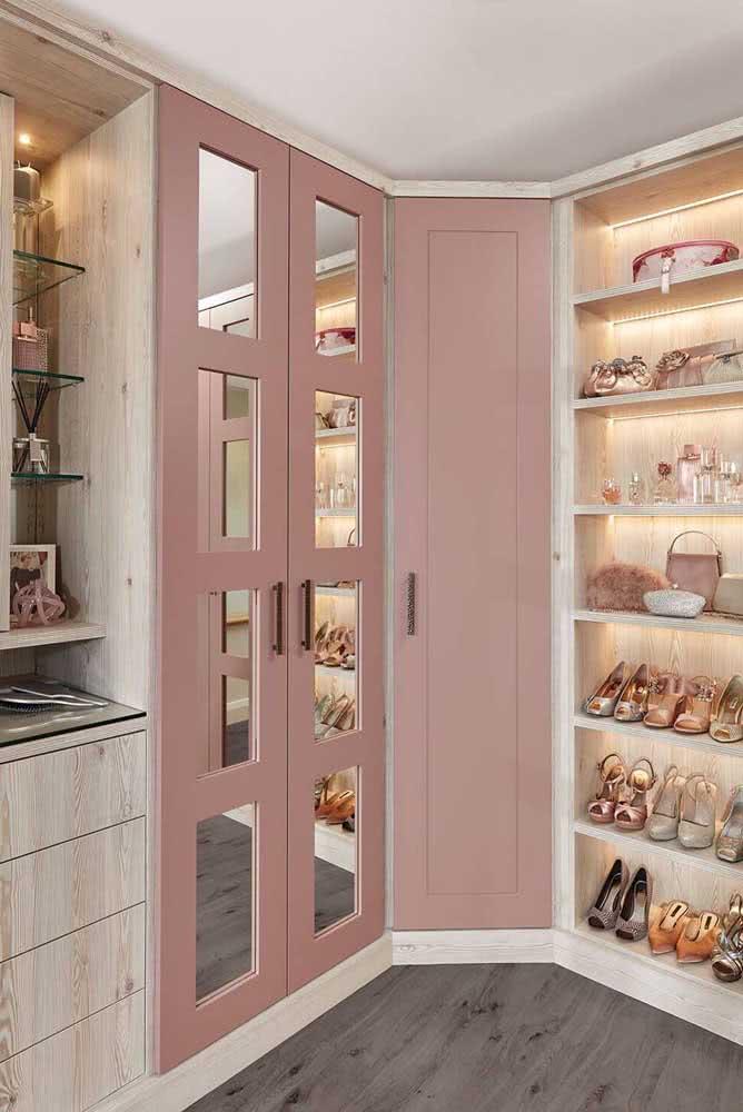 E o que acha de portas cor de rosa?