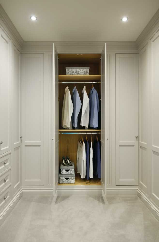 Guarda roupa de canto aproveitando todas as paredes do closet