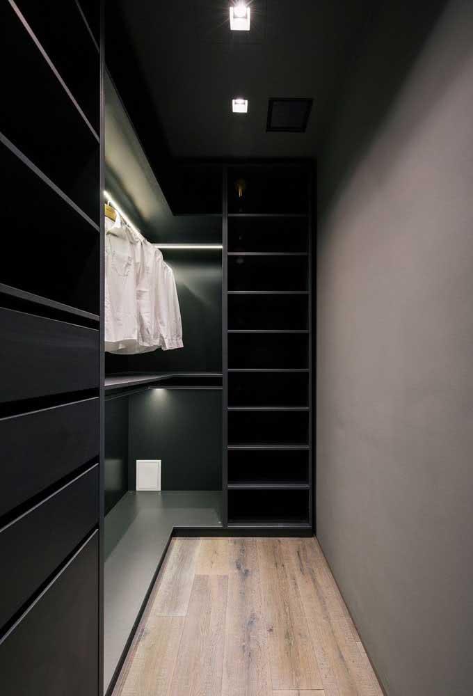 A iluminação valoriza e deixa o guarda roupa ainda mais funcional