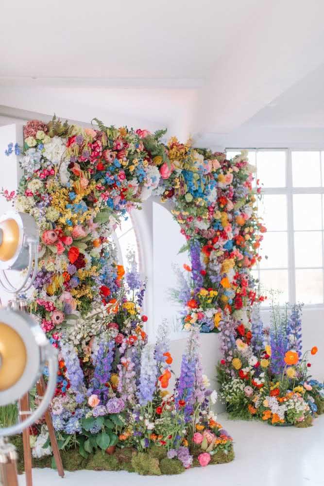 Um show de cores, perfumes e texturas nesse incrível painel de flores naturais e coloridas