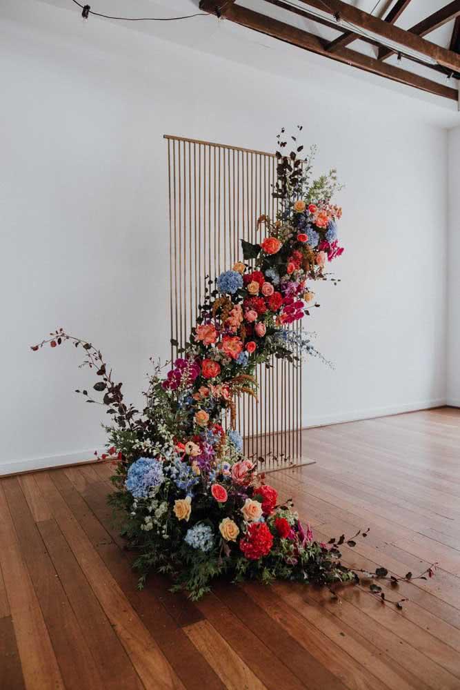 Ao invés de criar um painel padrão de flores, experimente algo como o arco descontruído