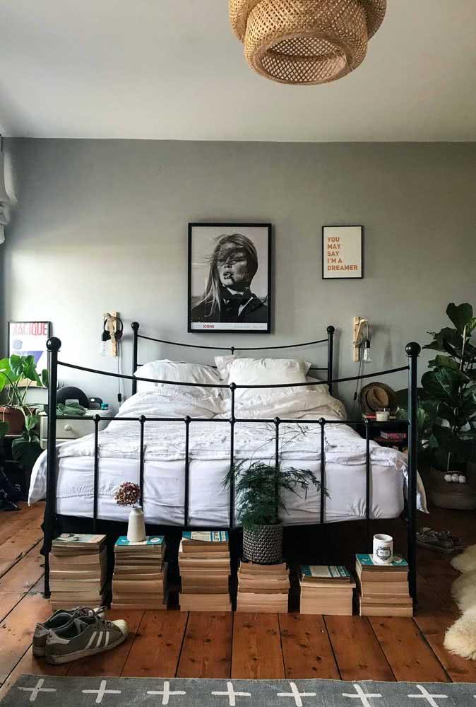 Livros ao pé da cama, mas com a lombada virada