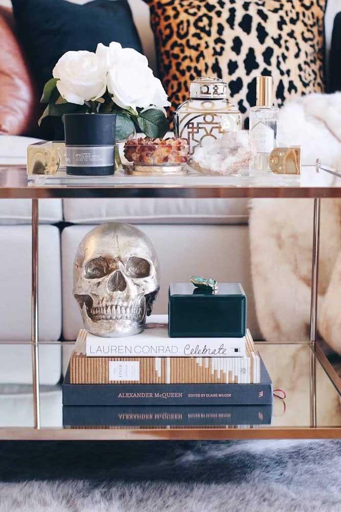 Livros com capas que combinam com a decoração