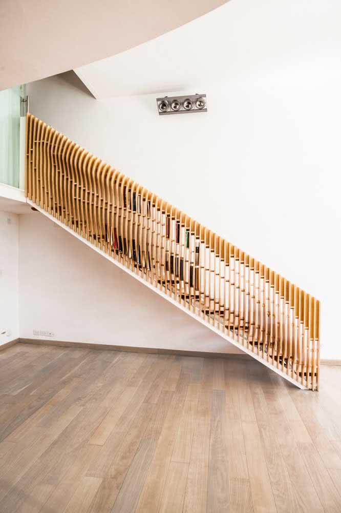 E o que acha de uma escada feita especialmente para os livros?