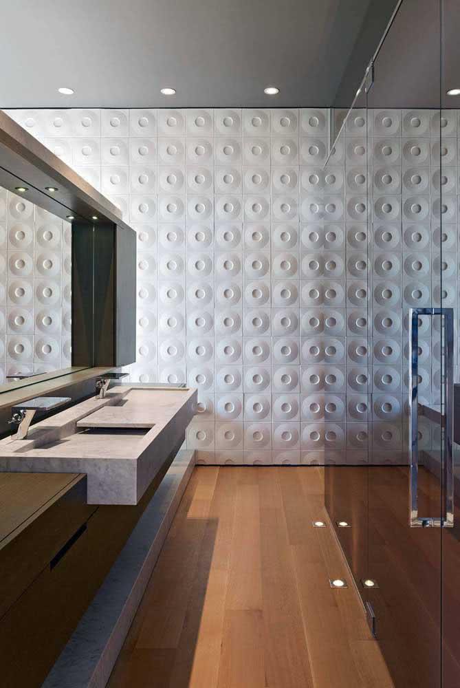 Já aqui, as placas de gesso 3D foram utilizadas na parede principal da suíte do casal