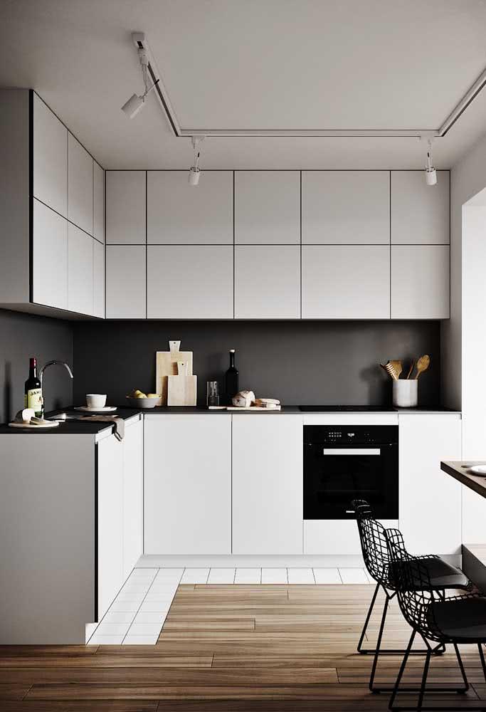 Minimalismo na cozinha: móveis claros e retos