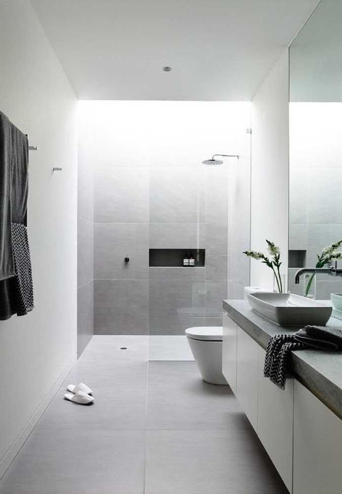 Clean e moderno, esse outro banheiro traz somente o que é necessário