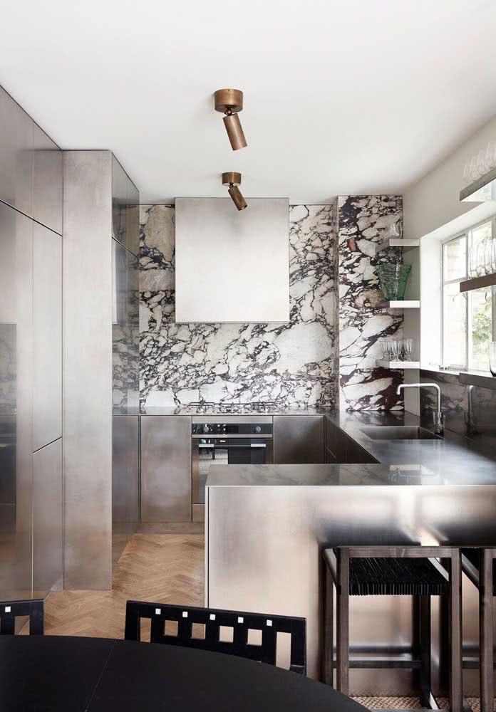 Cozinha de inox seguindo a estética minimalista