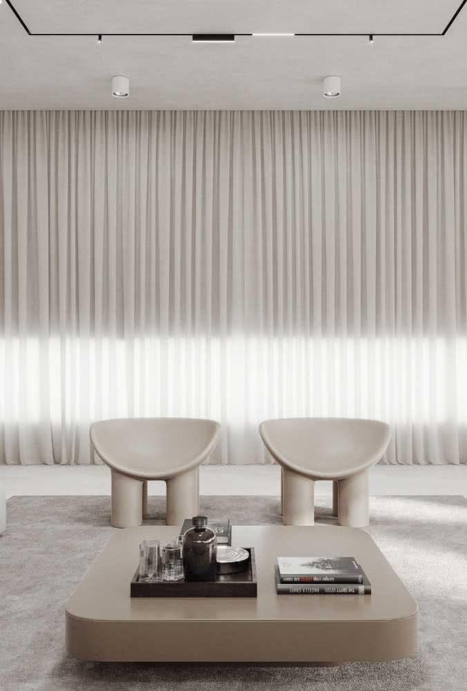 Peças de design se destacam em ambientes minimalistas