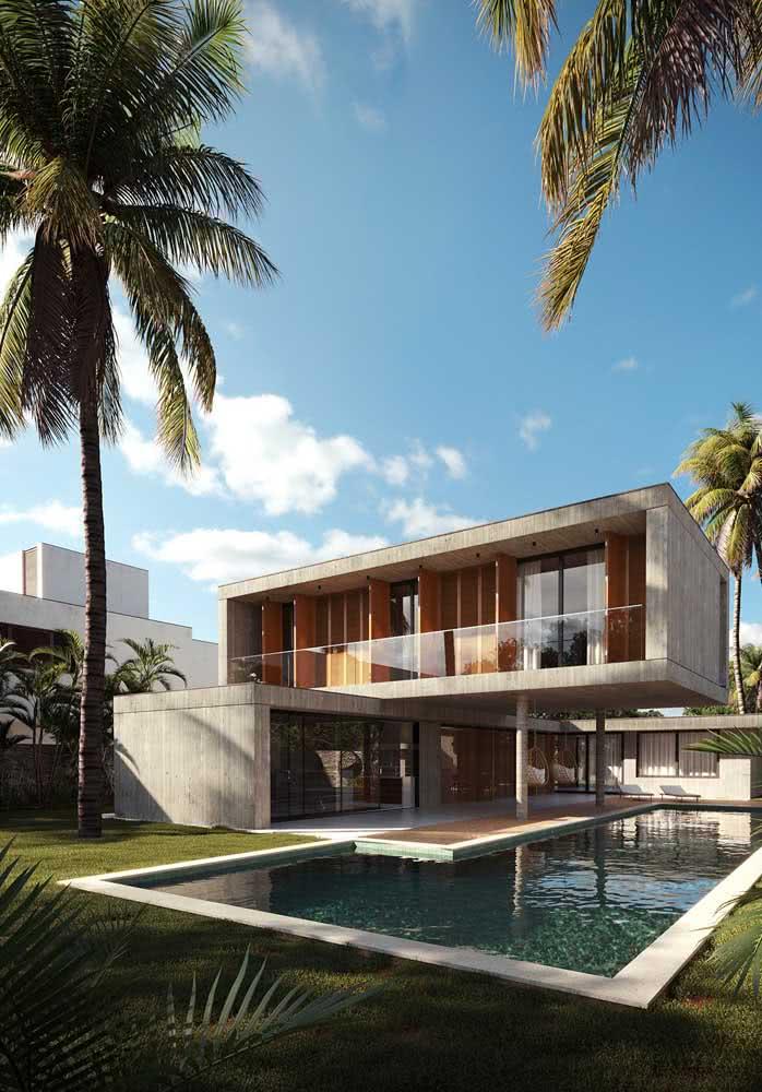 Casa por fora espaçosa com piscina e quintal