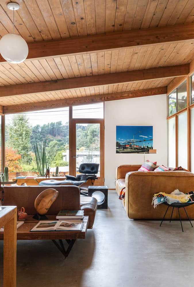 A casa de madeira por dentro que encanta pelo conforto e beleza