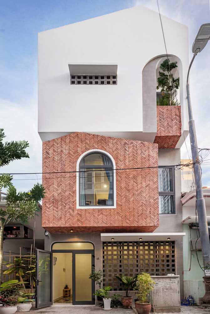 Fachada de casa única e original com materiais contrastantes em perfeita harmonia